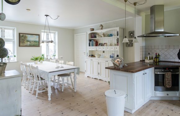 Perks of Glass Door Cabinets and Open-Shelf Cabinets for Your Modern Kitchen